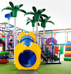 Looking for things to do with kids in Cape Town? Let your kids play in the indoor play areas at Bugz Family Playpark.