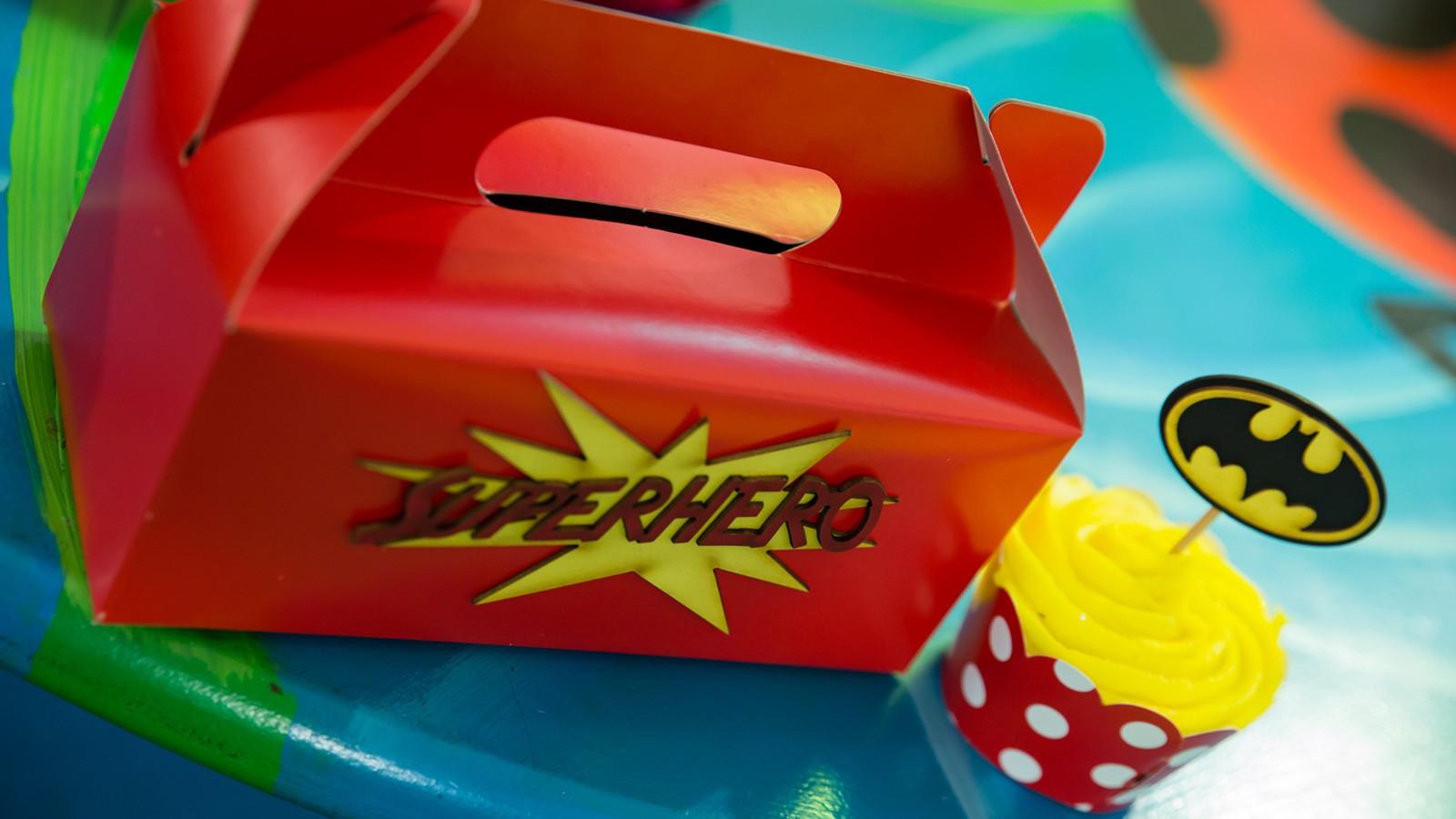 Bugz Playpark   Parties   Superheroes Party Box & Cupcake